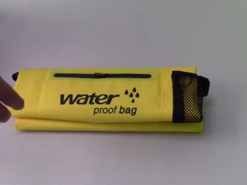 How to use waterproof dry bag01